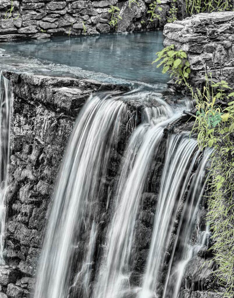 waterfall-166539_1280