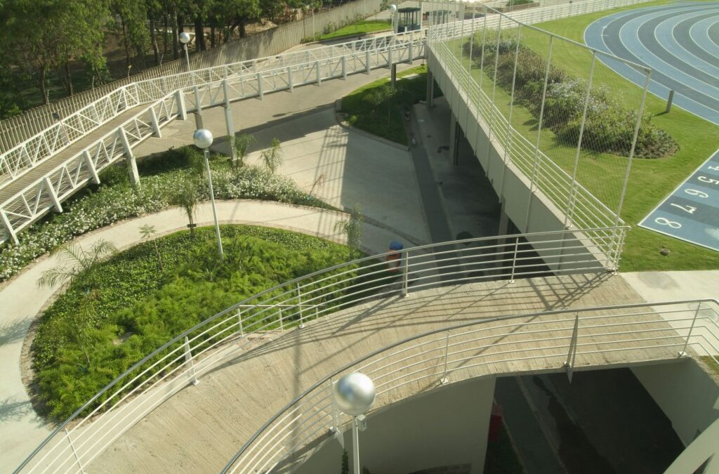 Sabia que existe um campo de futebol sobre o estacionamento na PUCRS?
