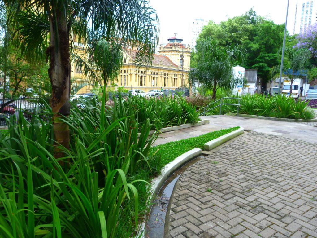 estacionamento santa casa_canteiro de chuva_foto toni backes