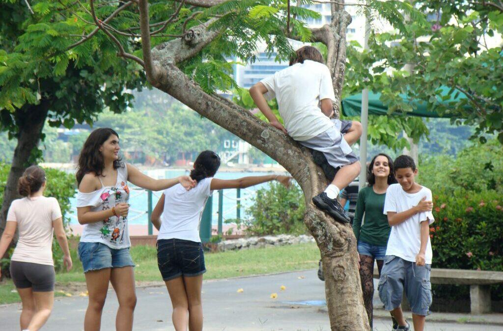 Adolescentes: qual é o espaço ao ar livre ideal para eles?