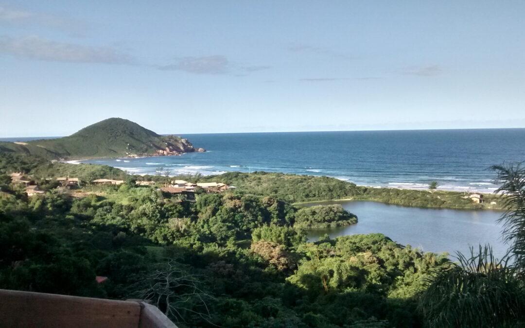 Natureza preservada: praia do Rosa, em SC, investindo na sustentabilidade ambiental