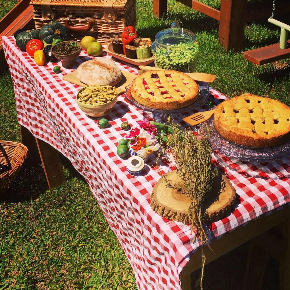 Almoço servido com o que o grupo colheu na horta e  cozinhou   Foto: Michele Valent