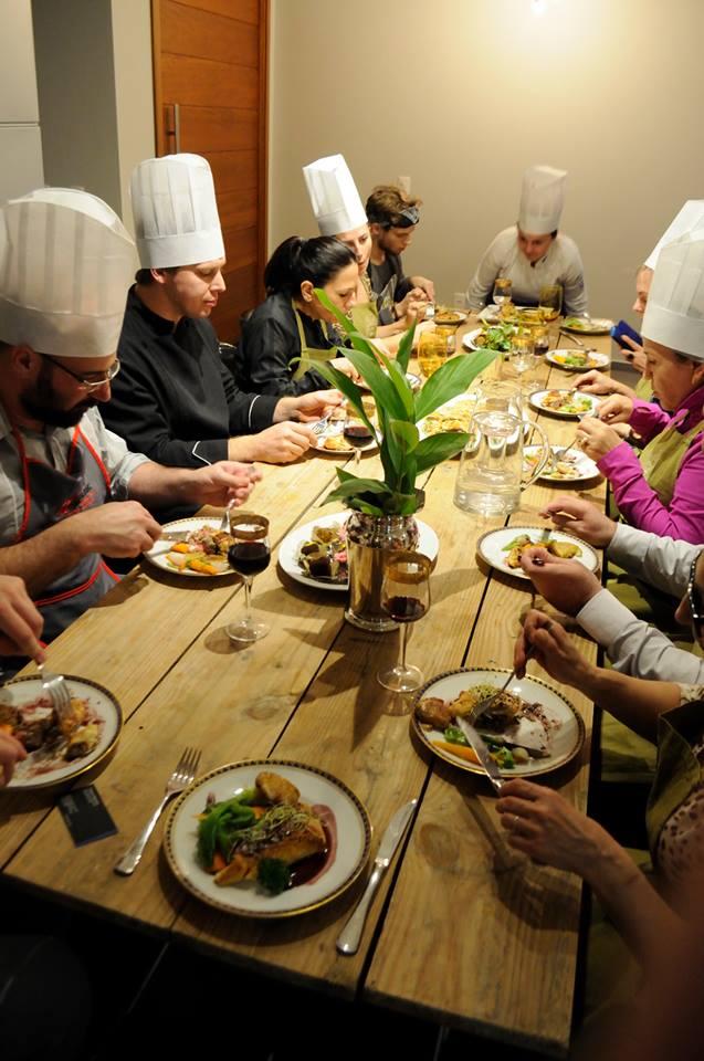 Comer juntos após colher e cozinhar é um enorme prazer  Foto: Michele Valent