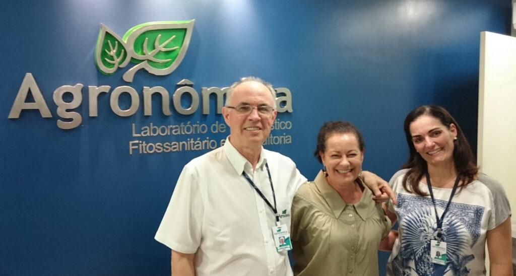 No laboratório Agronomica com os diretores: agronomos Valmir Duarte a Patrica Telo.