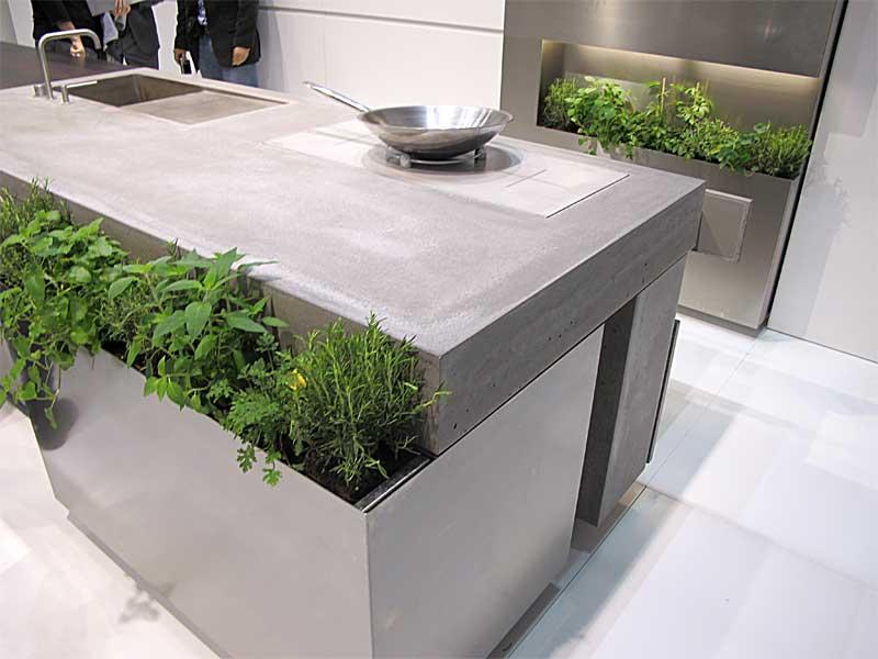 Móveis de cozinha com floreiras embutidas para plantar temperos   foto: Roberto Majola