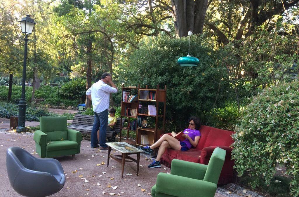 Que tal uma sala de leitura em um jardim?