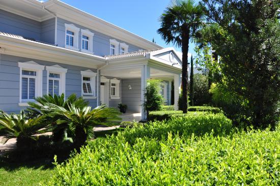 Jardim residencial na revista Paisagismo & Jardinagem