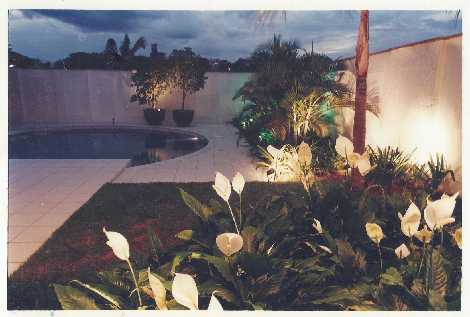 Jardim residencial com arq Helena Karpouzas Foto: Eneida Serrano