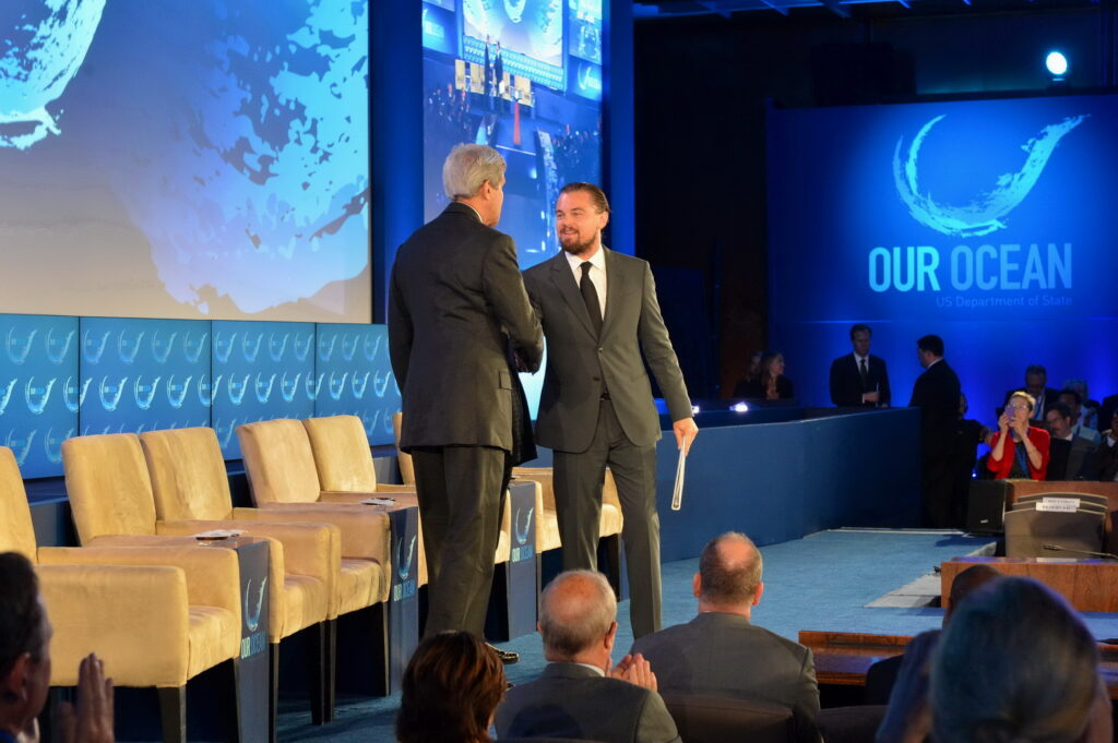 Leonardo_DiCaprio_Shakes_Hands_With_Secretary_Kerry_Prior_to_Delivering_Remarks_at_the_-Our_Ocean-_Conference